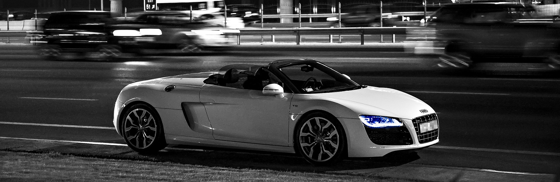 2013-Audi-R8-V10-Spyder-Black-back