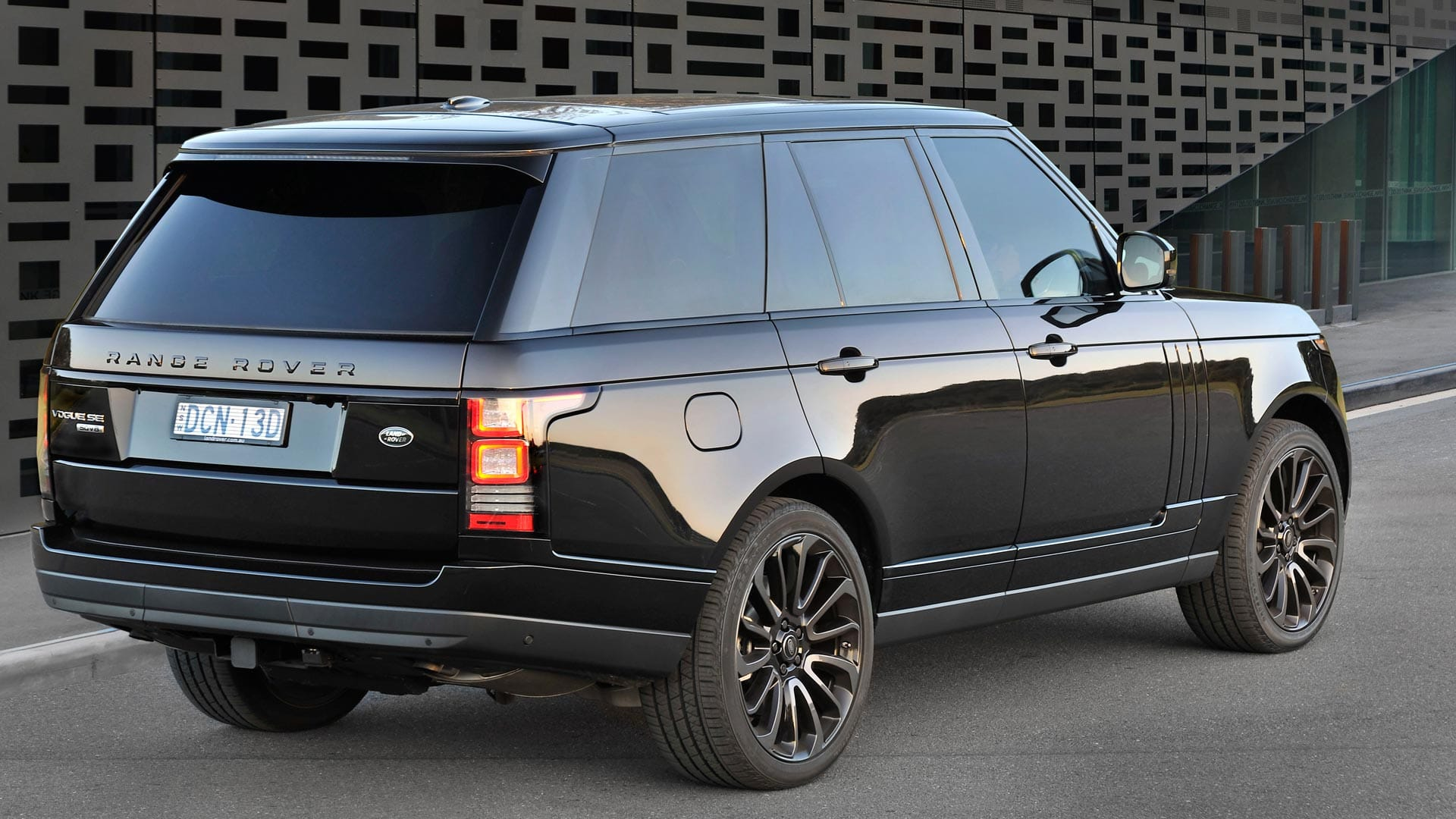 ucra range rover vogue back ultimate car rentals australia. Black Bedroom Furniture Sets. Home Design Ideas